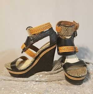 Size 7.5 Mossimo wedged heel sandals